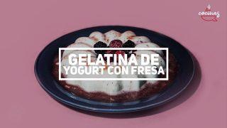 Gelatina de yogurt con fresas