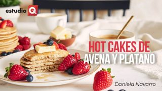 HOT CAKES DE AVENA CON PLATANO con DANIELA NAVARRO