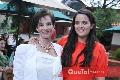 Pau con su abuelita Leticia Nieto.
