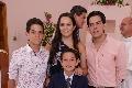 Santiago con sus hermanos.