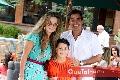 Karina Vita, Jacobo Villalobos y su hijo Santiago.