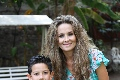 Santiago Villalobos y su mamá Karina Vita.