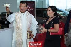Padre Rubén Pérez y Lula López.