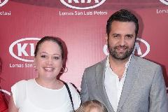 Jessica Torres de Salazar, Tomás y María Paula Salazar.