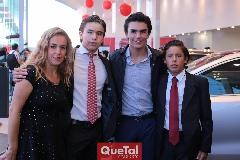 Mónica Torres con sus hijos Oscar, Jaime y Juan Pablo Ruiz.