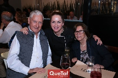 Fabiola Meraz con sus papás, Antonio Meraz y María de la Luz Zúñiga.