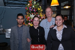Fabiola Meraz con su equipo de trabajo.