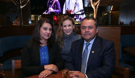 Martha Álvarez, Laura Cadena y Juan Carlos Banda.