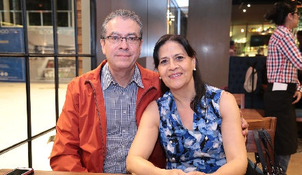 Lorenzo Rodríguez y Martha González.