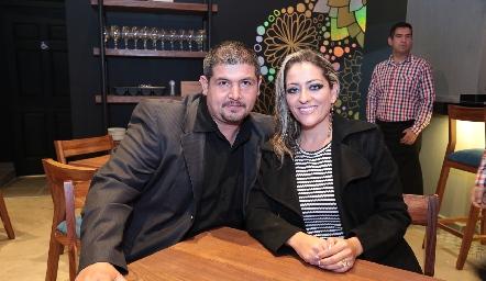 Efraín Ríos y Karina Santos.