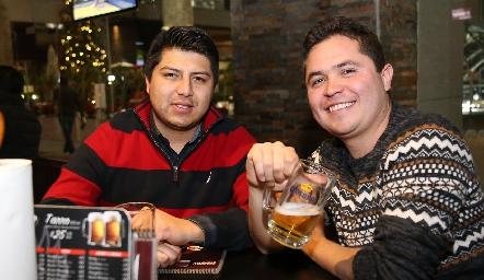 Adán Gómez y Rodrigo Cervantes .