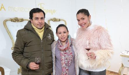 Francisco Moreno, Mariana Estrada y Maryalex Guinand.
