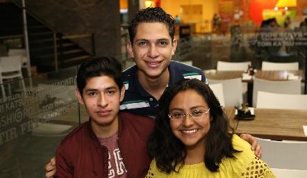 Carlos Silva, Alan Rosales y Daniela Padilla.
