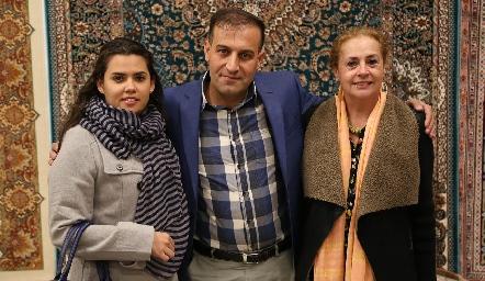 Alejandra Sánchez, Hossein Samadi y Marcela Montemayor.