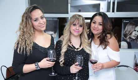 Nelly Serment, Montse Serment y Bety Saldaña.