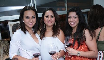 Thalía Torres, Bety Saldaña y Marisela Torres.