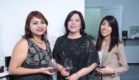 Montserrat Miranda, Fabiola Mejorada y Diana García.