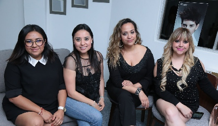 Angie Bravo, Lily Torres, Nelly Serment y Montse Serment.