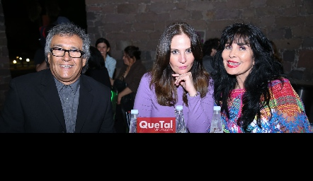 Alejandro Leiva, Giselda Diep y Elizabeth de Berrones.
