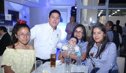 Jackie, Alfredo, Angélica, Cristopher y Vanessa.