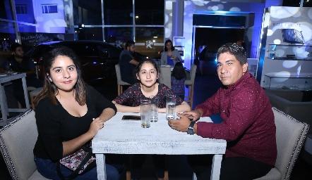 Vanessa, Denisse y Omar.