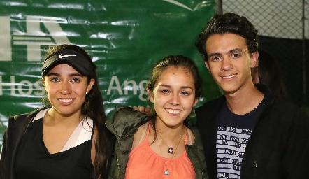 Ana Paula Valdés, Natalia Rentería y Santi Pérez.