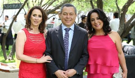 Carmen, Lisandro y Laura Bravo.
