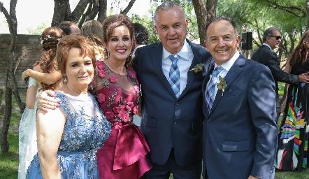 Pilar Mora, Yolanda Payán, Francisco Castañón y Octavio Aguillón, los consuegros.