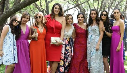 Yolanda Aguillón con sus amigas.