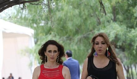 Carmen Bravo y Claudia Hermosillo.