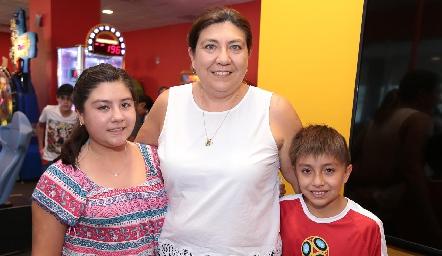 Valeria García, Tania Morales y Benjamín García.