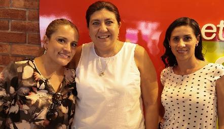 Yolanda Tapia, Tania Morales y Rita Salinas.