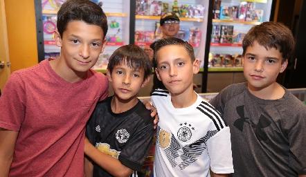 Santiago, Franco, José y Javi.
