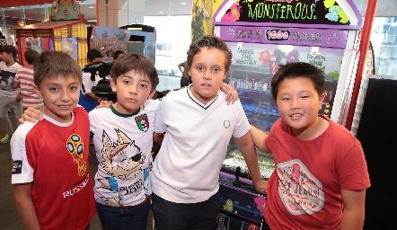 Benjas, Marco, José María y Hyon.