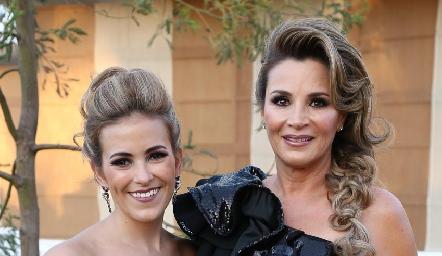 Laura Cadena de Alcalde y Bertha Barragán de Alcalde.