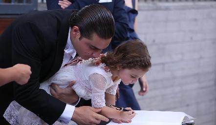 Marina firmando como testigo.