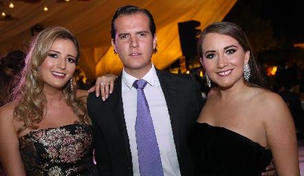Gaby Del Valle, Juan Fer Rojas y Alis González.
