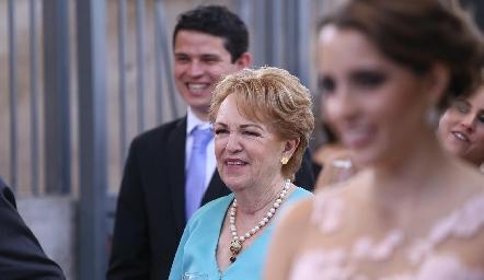Lynette de Pizzuto, abuela de la novia.