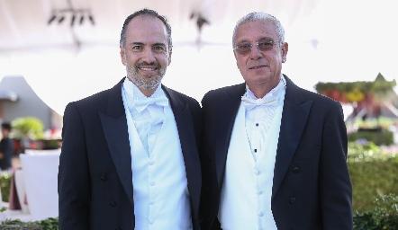 Los papás de los novios Marcelo de los Santos y José Manuel Rosillo.