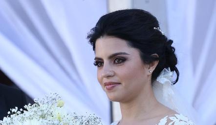 Daniela de los Santos una hermosa novia.