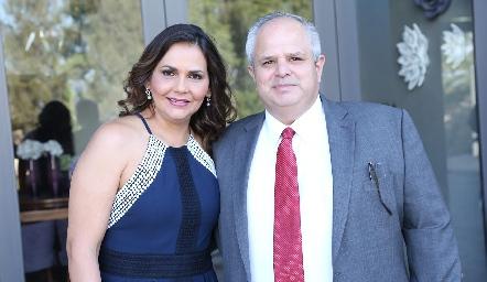 Toyita Villalobos y Héctor Dávila.
