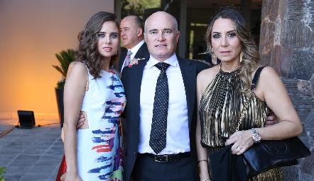 Nuria Alcalde, Tomás Alcalde y Roxana Serna.