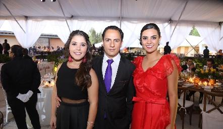 Fer Cossío, Edgar Zúñiga e Isabel Rosillo.
