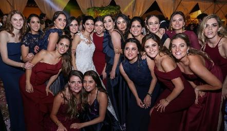 Daniela junto a sus bellas amigas.