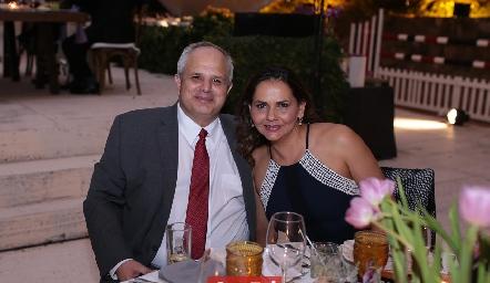 Hector Dávila y Toyita Villalobos.