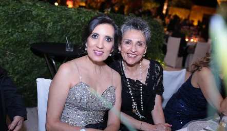 Karina Santoscoy y Lupita Lobo.