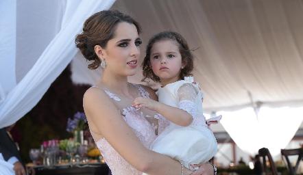 Ana Paula de los Santos y su sobrina Marina.