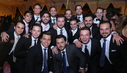 Santiago con sus amigos.