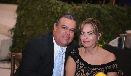 Carlos Esparza y Paty González.