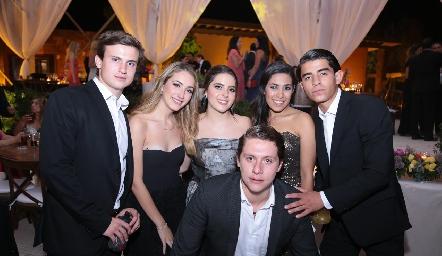 Santiago Corripio, Paulina Marcos, Daniela Sánchez, Daniela Peralta, Mario Veliz y Mau Ojeda.